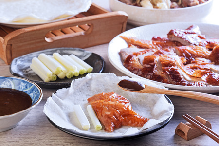 Peking roast duck served with spring onion and sauce Imagens