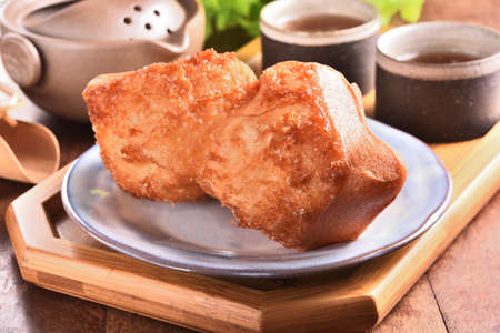 Shuangbaotai (Horse Hooves) is a popular street food in Taiwan