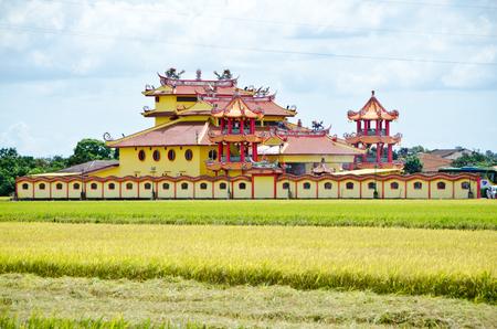 padi: Temple beside harvested paddy field, Sekinchan, Malaysia Stock Photo