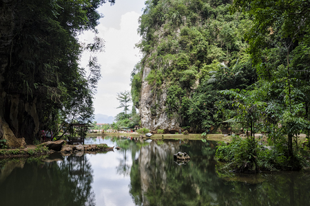 Water Reflection of Qing Xin Ling leisure & cultural village, Ipoh, Malaysia 에디토리얼