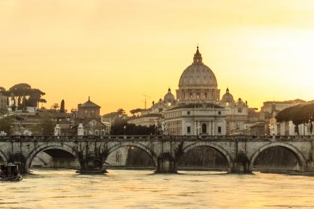 St  Peter s Basilica at dusk, Rome, Italy 版權商用圖片