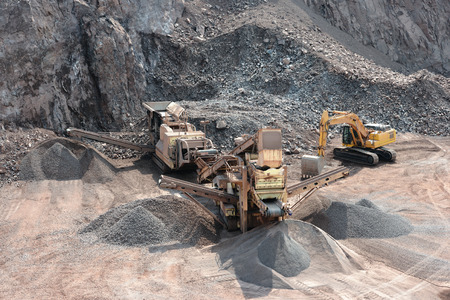 stone crusher in surface mine 스톡 콘텐츠