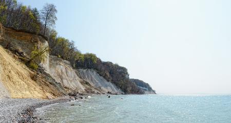 春にはリューゲン島 (ドイツ) の岩崖をチョークします。