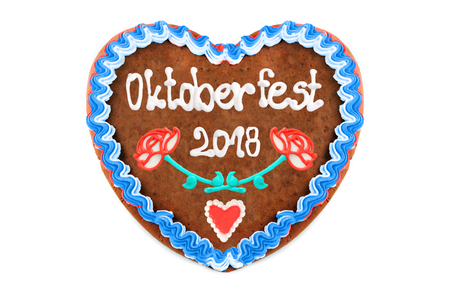 Oktoberfest 2018 (engl. october festival) Gingerbread heart with white isolated background. seasonal event in Munich (Germany) Stockfoto