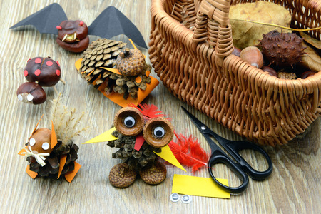 tinker creative chestnut figures in autumn like owl snail squirrel rabbit. Banque d'images