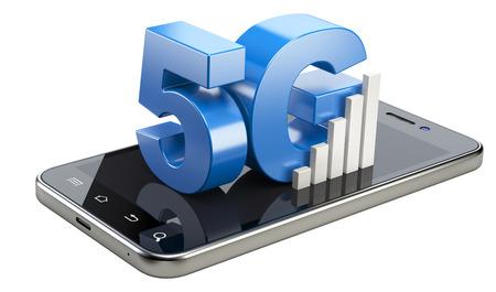5G teken op smartphone scherm. Hoge snelheid mobiele webtechnologie. 3d illustratie geïsoleerd op een witte achtergrond. Stockfoto