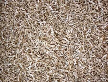 finer: Una vista plana de una densa colecci�n de varias virutas de madera con textura m�s fina entre medio de aserr�n Foto de archivo
