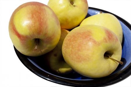 healthfulness: Arrangement of five apples in a blue bowl