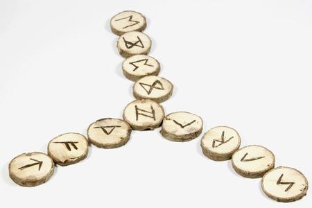 runes: symboles nordiques sur l'�cran de runes en bois faits � la main