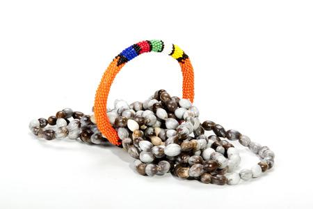 armband: arrotolato collana di perline zulu con brillante bracciale arancione