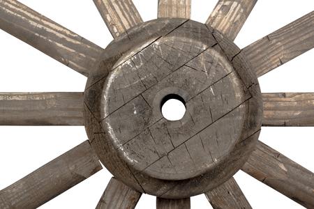 carreta madera: Opini�n del primer lado frontal del cubo y los rayos de la rueda de carro de la vendimia hecha a mano de madera ornamental en degradado de color blanco Foto de archivo