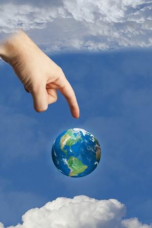 la main de Dieu de toucher terre dans le ciel dans le ciel entre les nuages, symbolisant la foi et la religion. images utilisées faite par l'auteur. Banque d'images - 7689500