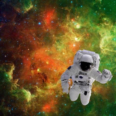 zero gravity: Isolato astronauta composito alta qualit� nello spazio delle immagini reali della NASA Archivio Fotografico