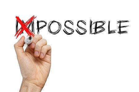 actitud positiva: Pasando la palabra imposible en posible en la pizarra