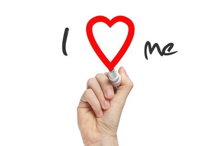 ego�sta: Escritura de la mano que me ama con marcador rojo en el tablero transparente limpie