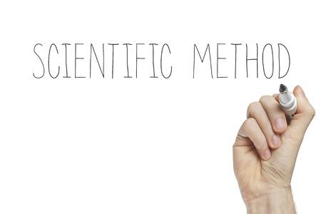 metodo cientifico: Escritura de la mano método científico en un tablero blanco Foto de archivo