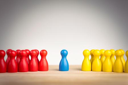 충돌에서 두 개의 서로 다른 그룹 간의 리더십, 외교, 통일 및 조정 개념 스톡 콘텐츠