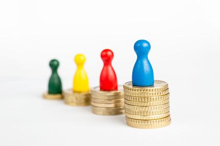白ゲーム人形と経済的な成功の概念 写真素材