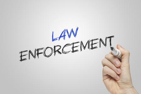 ley: Aplicaci�n de la ley Escritura de la mano sobre fondo gris