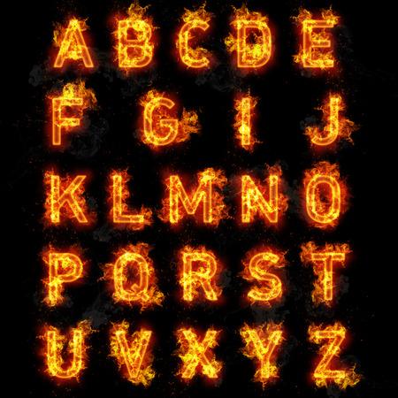 letras negras: La fuente del fuego quemando el texto llameante de todas las letras del alfabeto en el fondo negro