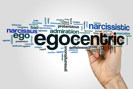 Het egocentrische concept van de woordwolk op grijze achtergrond.