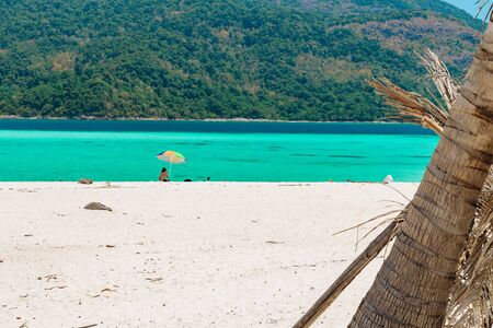 Pristine tropical sandy beach in Koh Lipe, Thailand Banque d'images - 130711641