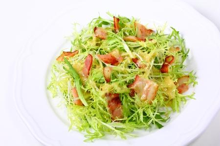 friso: Frieze ensalada con tocino frito