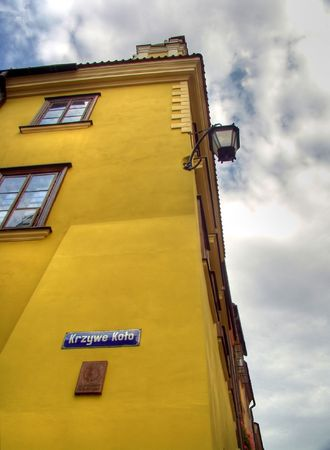 stare miasto:  Yellow house at street corner in Old city Warsaw