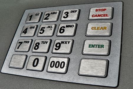 automatic teller machine: Cajero autom�tico de cerca a tiros  Foto de archivo