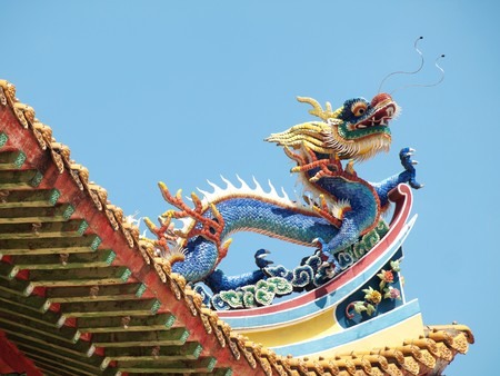 Detail of the roof of a buddist temple with a colorful dragon in Kuala Lumpur Stock Photo