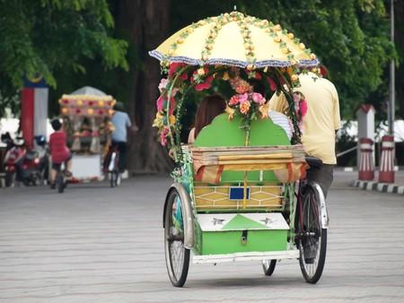 decorated bike: Tra le numerose trishaw equitazione nelle strade di Malacca in Malesia