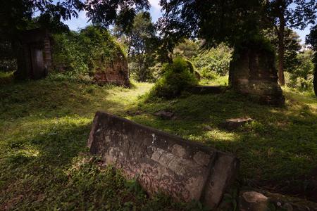 lintel: Kutisvara temple in Angkor the oldest temple near Angkor Wat Stock Photo