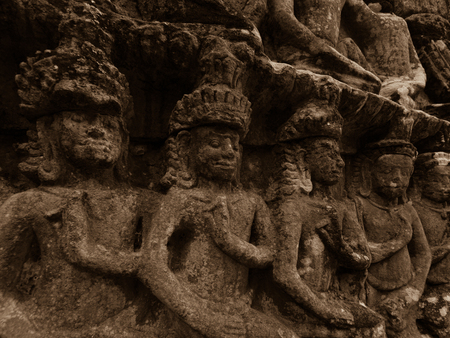 Sandstoen carvings in Angkor temple