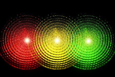 Un semaforo con tutte e tre le luci accese contemporaneamente