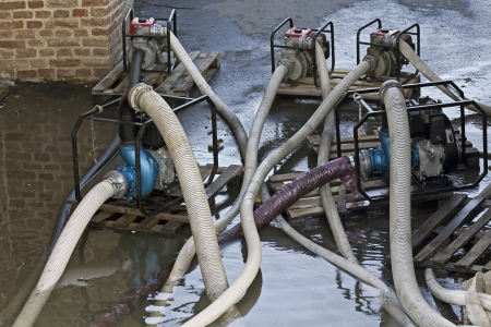 unsustainable: Industrial water pumps in pumping advancing floods.