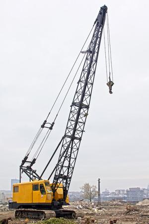 camion grua: Carro de la grúa en la obra. Foto de archivo