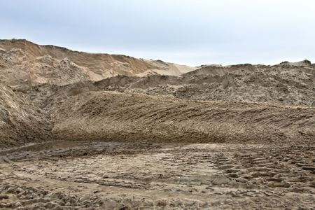 Sand dunes at the construction site. Imagens - 90056410