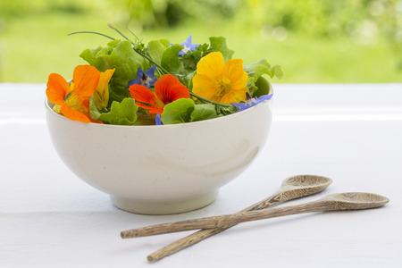 Summer fresh flowors salad in bowl Imagens
