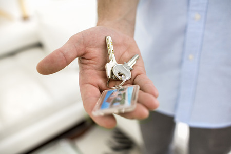 Male at home keys close-up hand Imagens