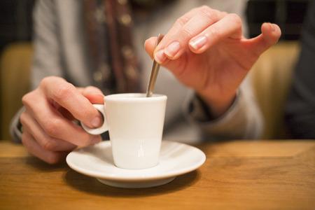 Female fingers cafe thé table restaurant