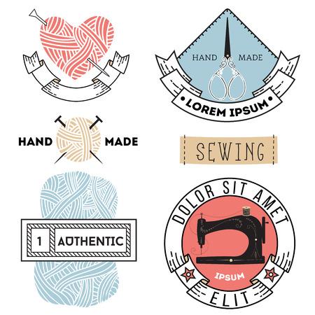 gomitoli di lana: Insieme dei contrassegni ed emblemi su misura e maglieria d'epoca