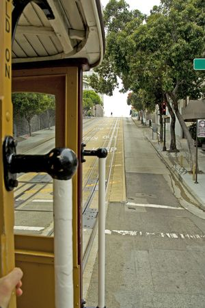 Beroemde kabelbaan in San Francisco in beweging, bekijken vanuit