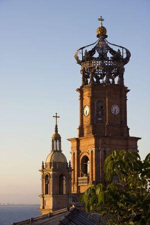 Weergave van de Onze-Lieve-Vrouw van Guadalupe kathedraal, Puerto Vallarta, Mexico Stockfoto