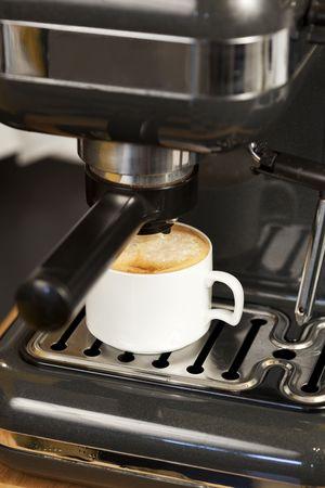 Expresso en Cappuccino koffiezetapparaat in actie