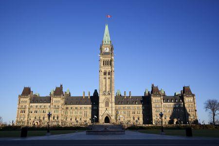 Vooraanzicht van het Canadese Parlement gebouw, met niemand weer gegeven: