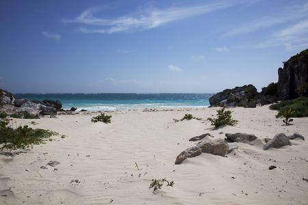Vreedzame geïsoleerde strand in Mexico