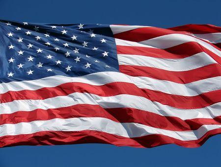 Eine US-Flagge einwirken, an einem klaren Tag.  Standard-Bild - 1080160