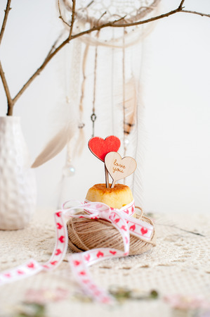 Topper in the shape of a heart stuck in cupcakes with nest from threads Stock Photo