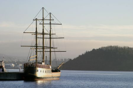 middle ages boat: Tall ship with sqaure mast in the oslo fjord