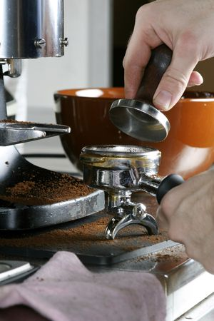 leveling: Tamping the espresso after dosing and leveling Stock Photo